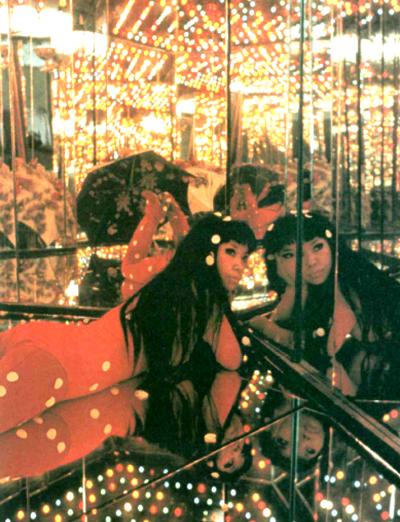 Yayoi-Kusama-Kusama's-Peep-Show-or-Endless-Love-Show-1966