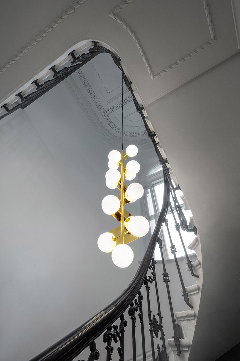 void-wall-lights-and-plane-chandelier-tom-dixon-design-lighting-stockholm-2017_dezeen_1704_col_4