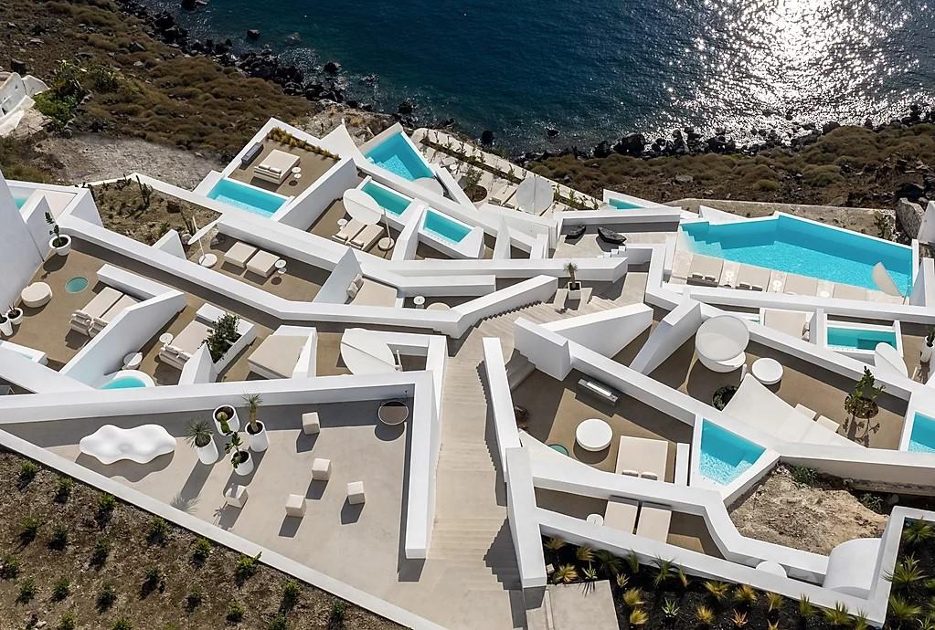 希臘Saint Hotel,聖多里尼島,Santorini,飯店設計,純白建築,涵構主義建築,極簡主義建築,純白量體,地中海建築,Kapsimalis Architects